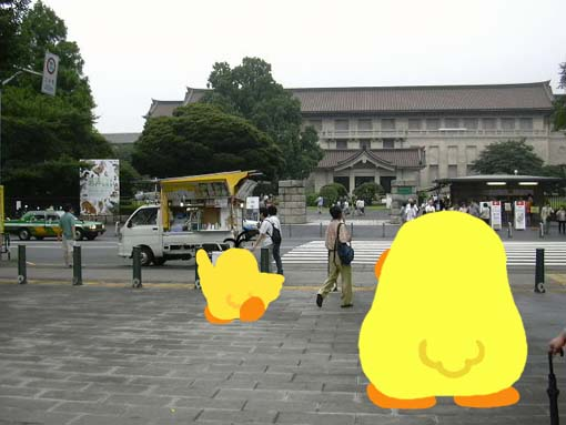 門の前.jpg